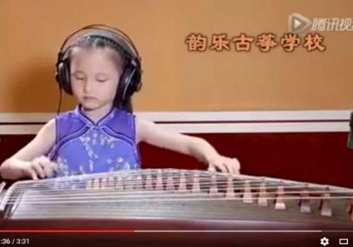 Độc tấu đàn tranh ca khúc Xiao Ping Guo